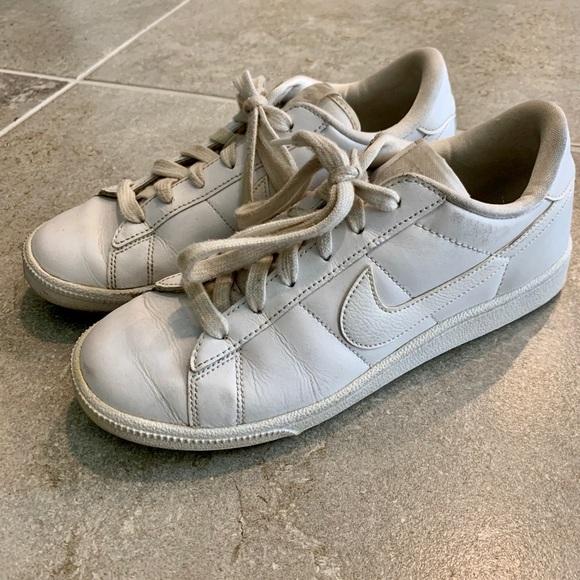 White Low Top Old School Nikes Sz 65